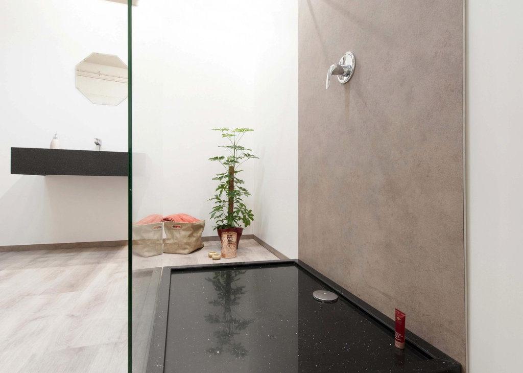 Bild zeigt fugenloses Badezimmer
